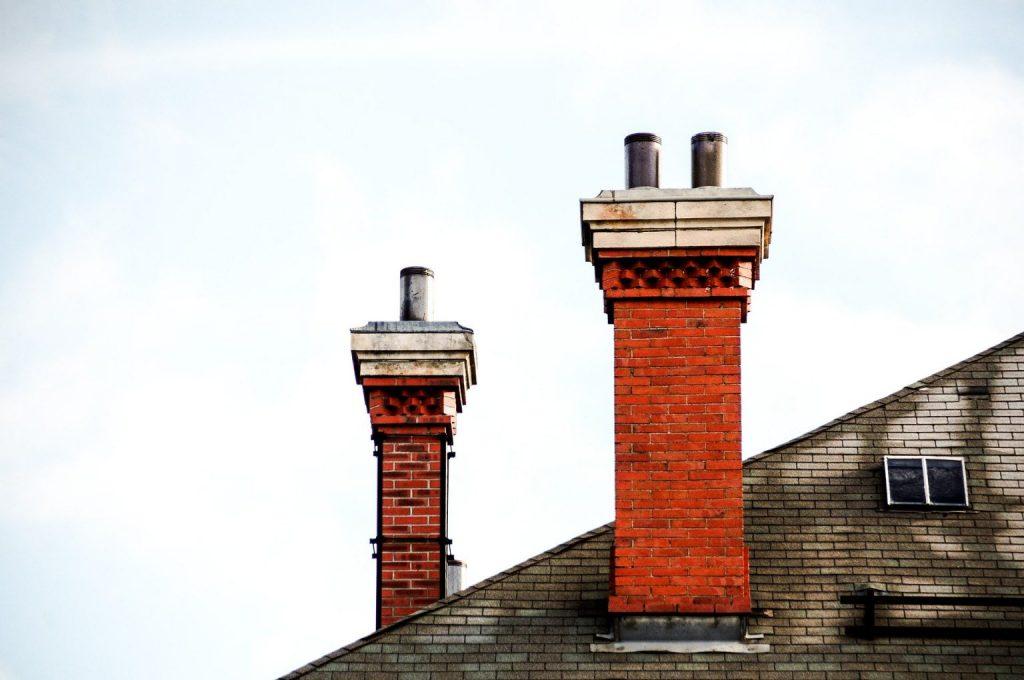 Un bon ramonage de votre cheminée est donc nécessaire pour limiter ces risques d'obstruction, pouvant provoquer des dégâts importants, comme des incendies.